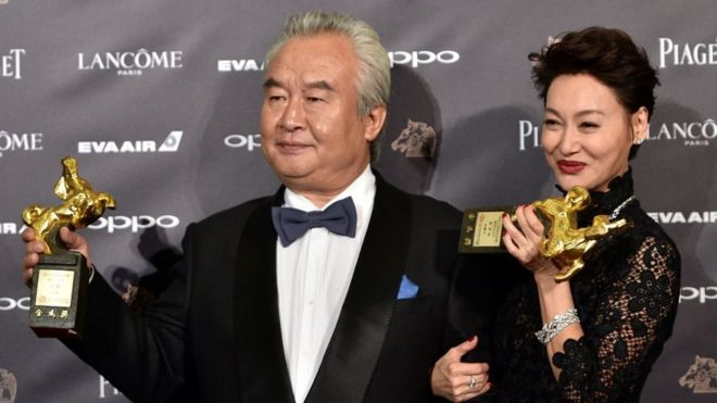 Hong Kong actress Kara Hui Ying-hung (R) poses with Chinese actor Tu Men (L) at the Golden Horse Awards