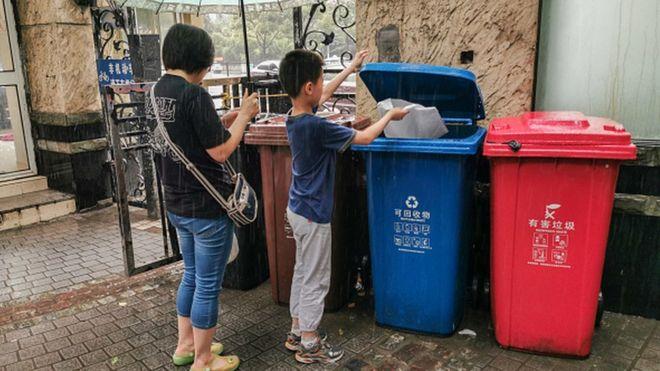 上海人必须将垃圾分为四类,否则将面临巨额罚款
