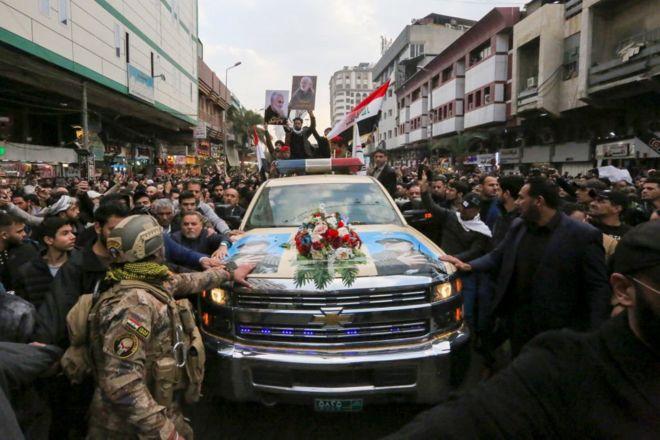 مقتل قاسم سليماني: حشود كبيرة تشيع سليماني والمهندس في بغداد