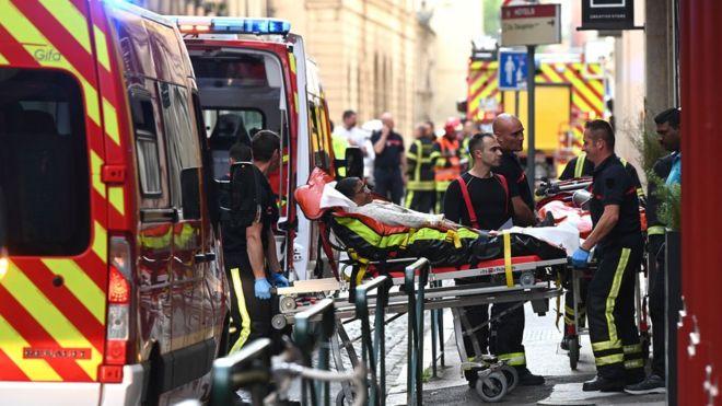 Os feridos foram levados para o hospital | AFP