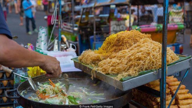 Thức ăn đường phố là một phần quan trọng trong thực đơn hàng ngày của người dân Bangkok.