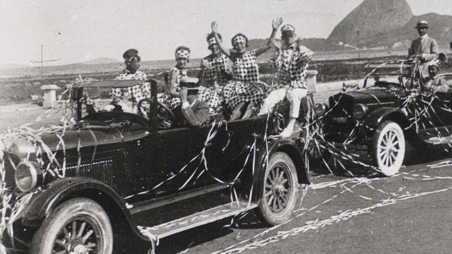 Desfile de corso na avenida Beira Mar, no Rio, em 1922