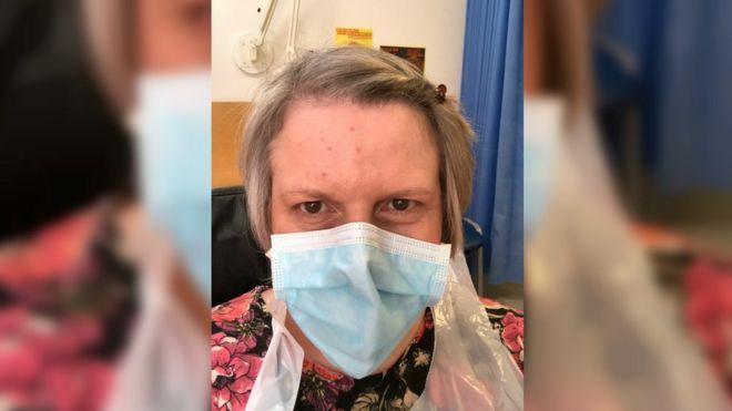 凯特·杰克博士戴着口罩之一