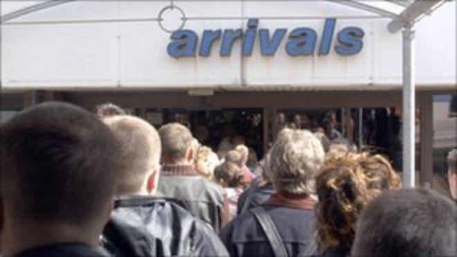 Знак прибытия в аэропорт