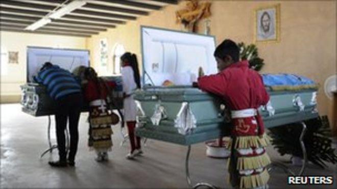 Семьи посещают поминки в Сьюдад-Хуарес, Мексика (23 октября 2010 г.)