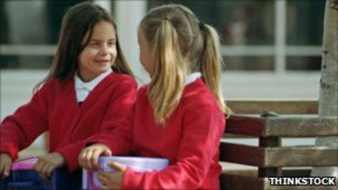 Девочки на детской площадке