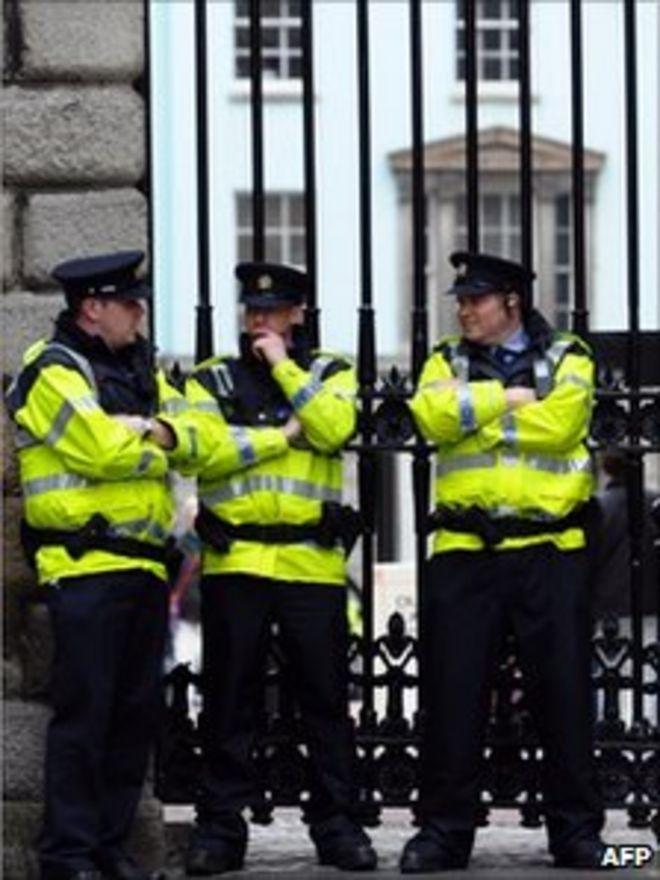 Полиция возле Дублинского замка 16 мая