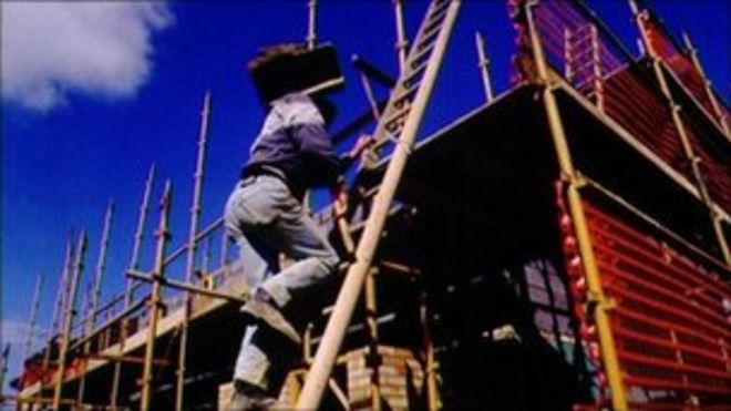 Строители на стройплощадке