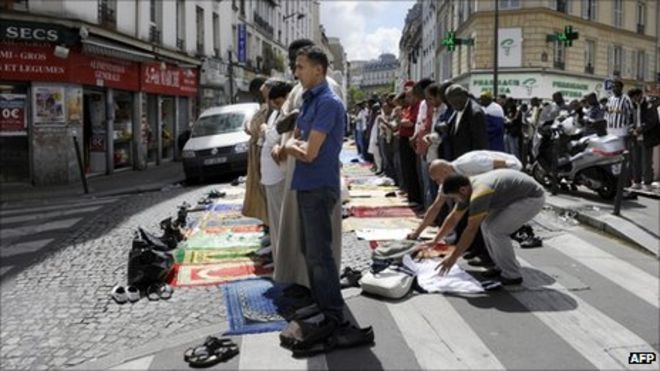 paris ban on muslim street prayers comes into effect bbc news