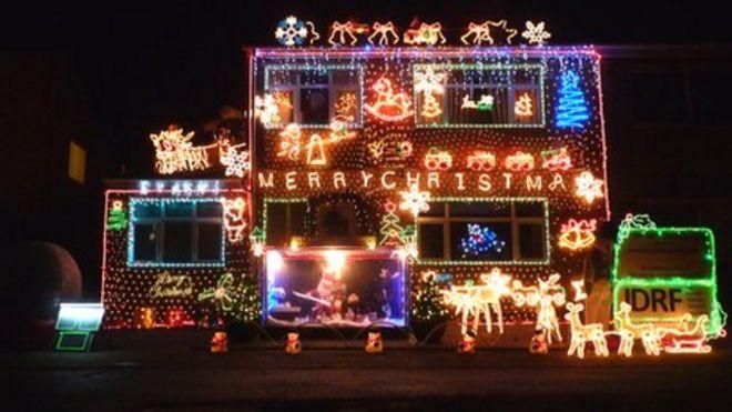 A Christmas light display in Wellingborough - Karl Beetson Says Christmas Lights Are An 'addiction' - BBC News