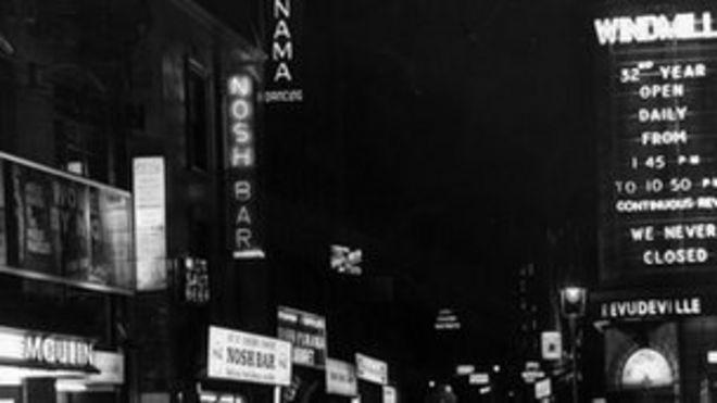 Театр Мельница, Сохо, в 1933 году