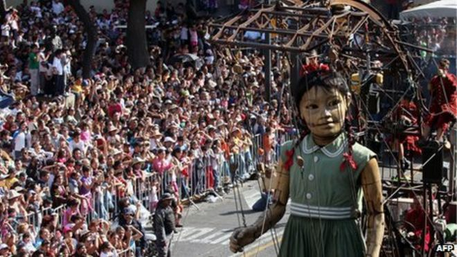 Девушка-гигант в Гвадалахаре