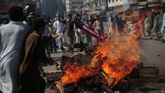 Pakistan unblocks access to YouTube - BBC News
