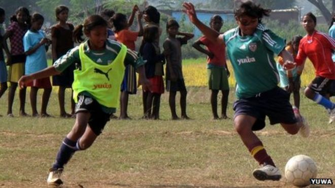 How football is changing lives of Indian slum girls - BBC News 075a86b3c