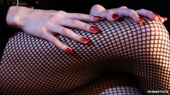 Рыболовные сети и красные ногти
