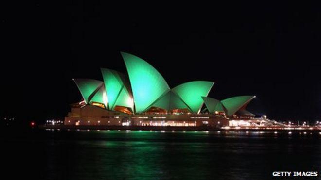 Сиднейский оперный театр стал зеленым