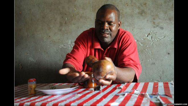 In pictures: Tanzania's traditional healers - BBC News