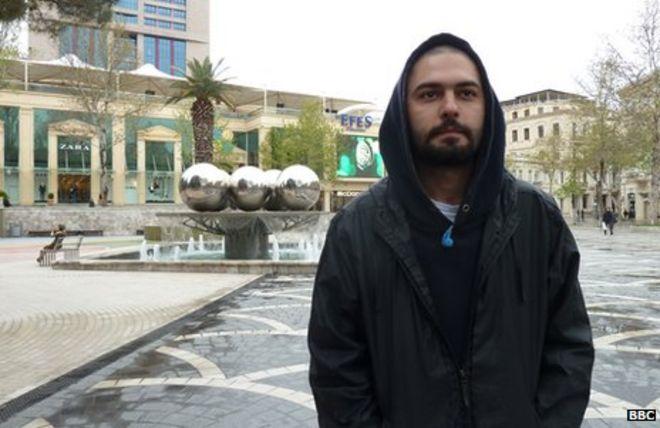 Араз, который говорит, что был избит полицией во время акции протеста в Баку