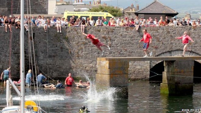 World tin bath championships held in castletown bbc news world tin bath races publicscrutiny Image collections