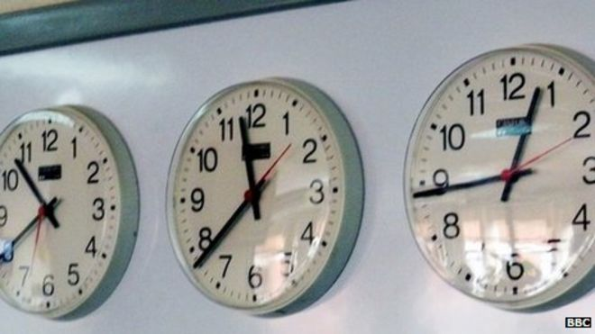 Spain considers time zone change to boost productivity - BBC News