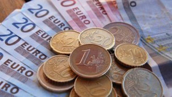 Евро отмечает монеты