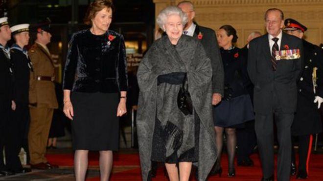 Королева и герцог Эдинбургский прибывают в Королевский Альберт-Холл на фестиваль памяти