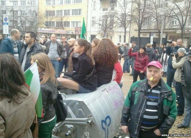 Демонстранты в Софии, 12 ноября (фото Анны Стамбольевой)