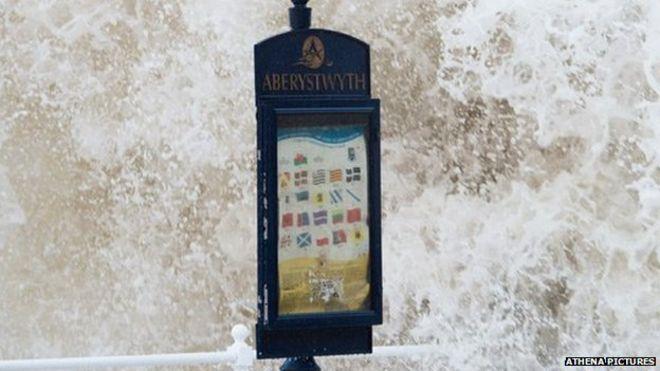 Знак на набережной Аберистуита