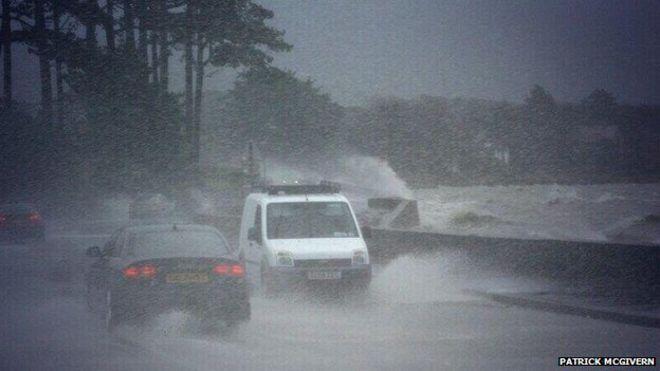 Водители на главной дороге, соединяющей город Уорренпойнт с городом Ньюри, испытали полное воздействие погоды