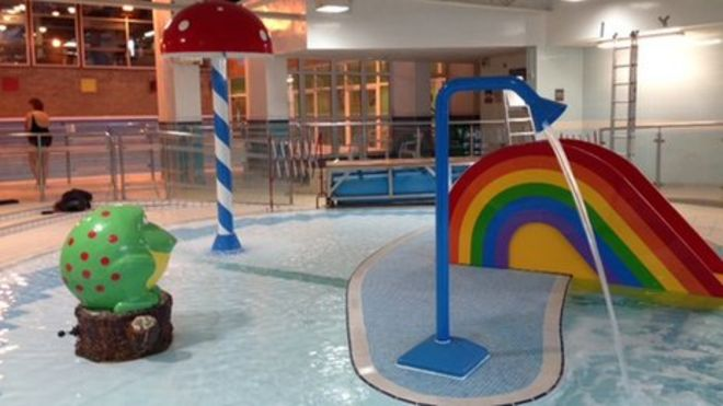 Cracked\' Bicester swimming pool re-opens - BBC News