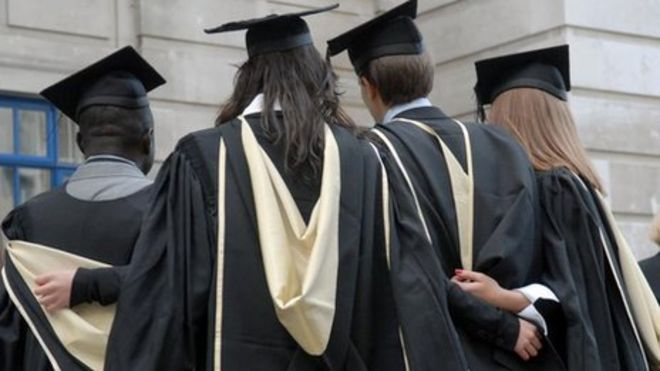 Graduate job vacancies predicted to 'rise by 10%' - BBC News
