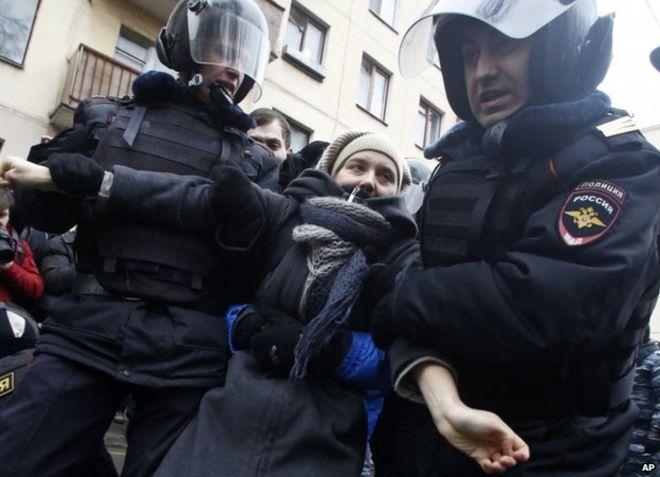 24 февраля полиция арестовала протестующего в Москве