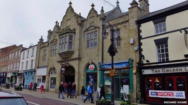 Wrexham's indoor markets in £3m transformation plan - BBC News