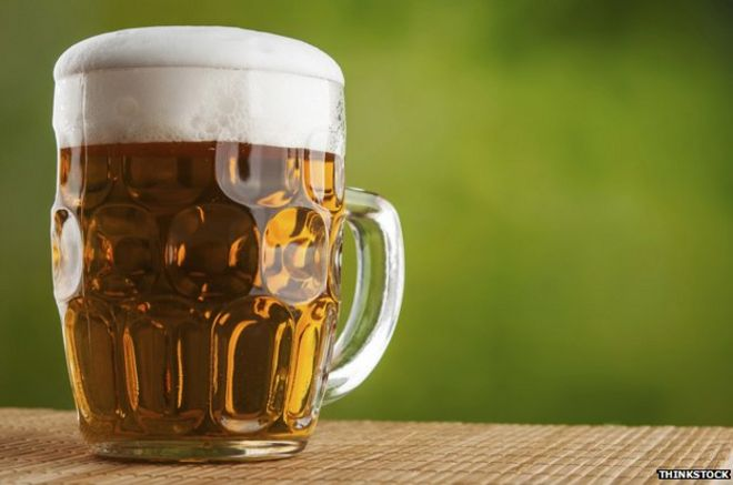 The return of the dimpled pint glass - BBC News