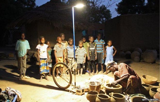 Солнечный уличный фонарь в Мали