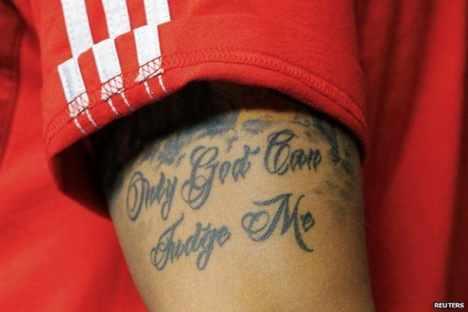 bfb4c74d9 Mesut Ozil's tattoo reads