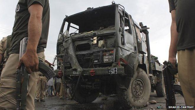 Kashmir protest over deadly accident near Srinagar - BBC News