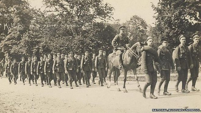 19-й батальон Ливерпульских приятелей на маршруте марша