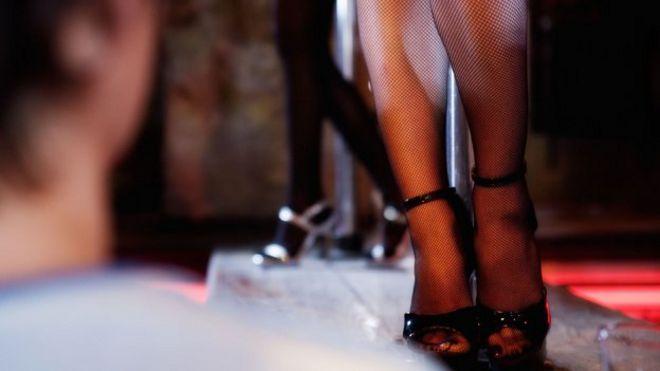 Ноги танцора на платформе