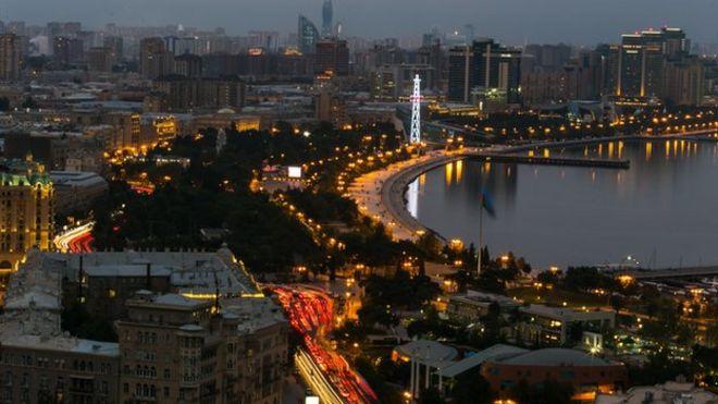 Столица Азербайджана Баку ночью