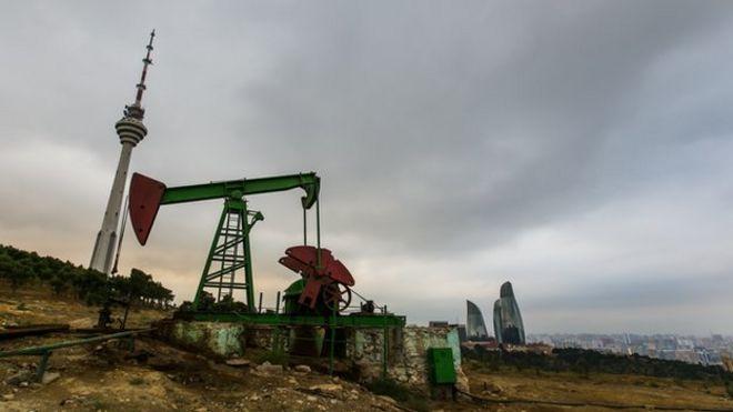 Нефтяной насос в Баку, принадлежащий государственной нефтяной компании Socar
