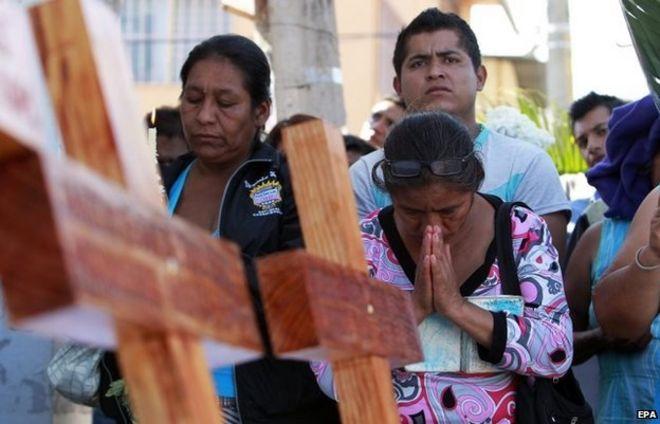 Родственники 43 пропавших студентов посещают мессу в том же месте, где 26 сентября были убиты трое студентов