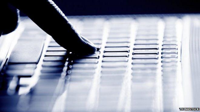 Dark net experts trade theories on 'de-cloaking' after raids - BBC News
