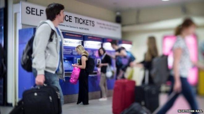 Пассажиры на Северном железнодорожном вокзале