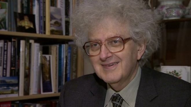 Nottingham chemist Martyn Poliakoff is knighted - BBC News