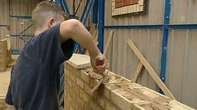 Apprentices get 'exploitative wages' - BBC News