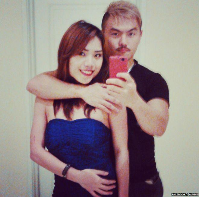 Пара в счастливые времена - сообщение рядом с этой фотографией, размещенное на странице пары в Фейсбуке, гласило: «На пути к сексуальной вечеринке»