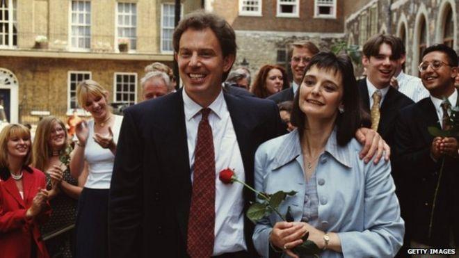 Тони Блэр и его жена Чери празднуют день, когда он был избран Лидером лейбористской партии, 21 июля 1994 года