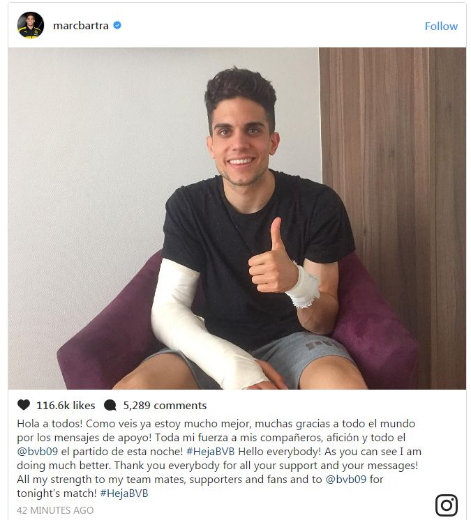 Marc Bartra posted a message of support to him teammates, with a photo of him with his arm in a cast, doing a thumbs up