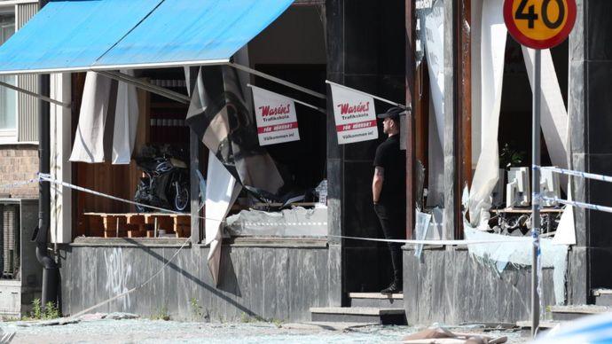 Un edificio dañado que fue golpeado por una explosión el 7 de junio de 2019 en Linkoping, Suecia central.